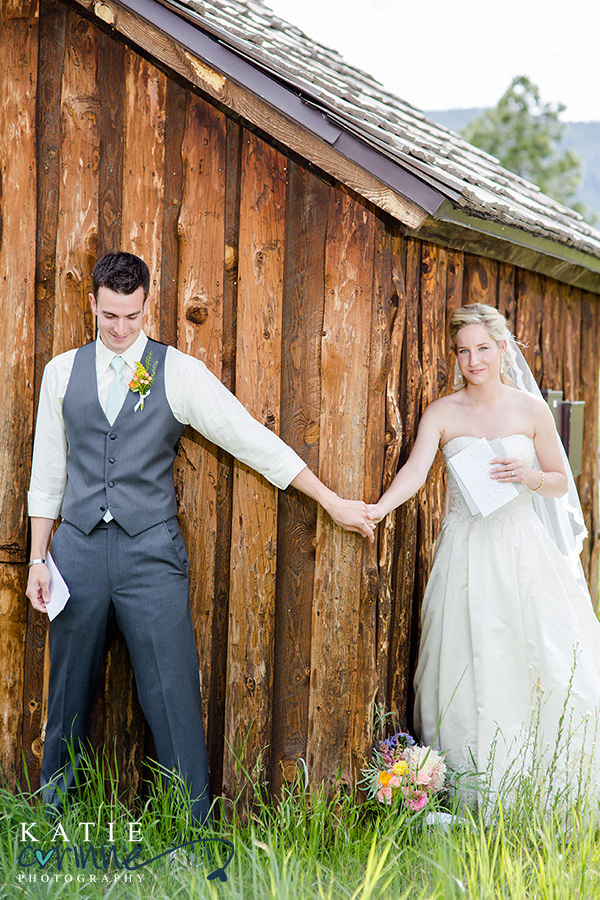 first look between bride and groom, first look no look, wall separating bride and groom from seeing each other, exchange of gifts between bride and groom wedding day,